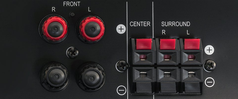 Amplifier speaker connections: how to connect speaker wire featured image