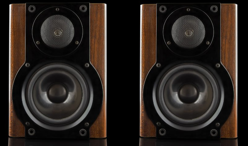 Stereo Speakers With Matching Woofer And Tweeter Layouts